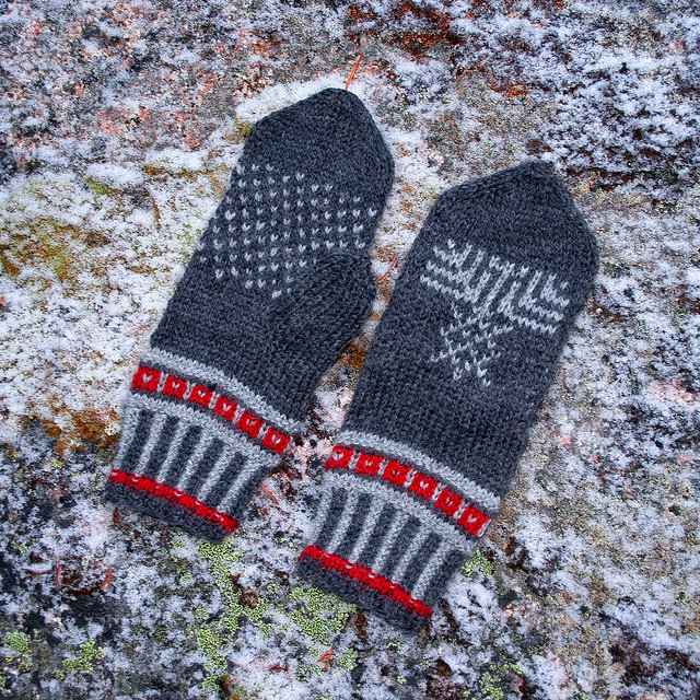 Traditional North Karelian mittens
