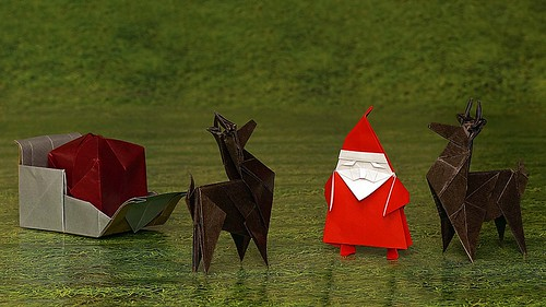 Origami Santa Claus with his origami reindeer and origami sleigh with bag (Jo Nakashima)