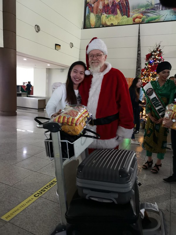 Globe Christmas Surprise Salubong of BalikBayans at the Francisco Bangoy International Airport IMG_20181218_170002