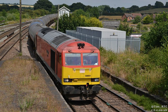 60091 on a Humber to Kingsbury oil train