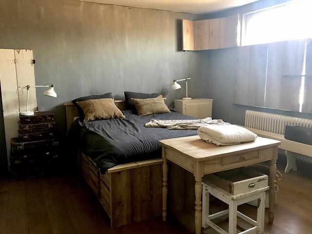 Bed van steigerhout stoere slaapkamer