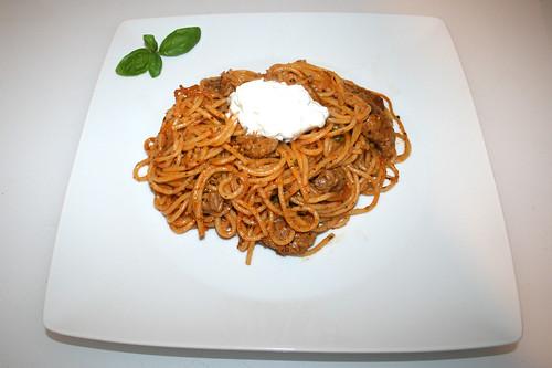 15 - Gyros spaghetti casserole with peas - Served / Gyros Spaghetti Auflauf mit Erbsen - Serviert