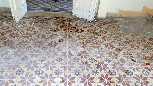 Χειροποίητα τσιμεντοπλακίδια σε παλιό σπίτι της Λευκάδας