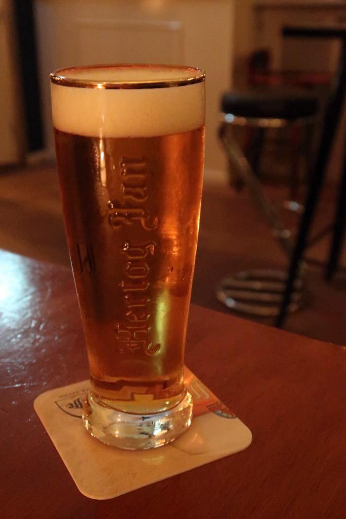 Frisch gezapftes Hertog Jan Pils (zum Ausklang des Tages im Café De BieB)