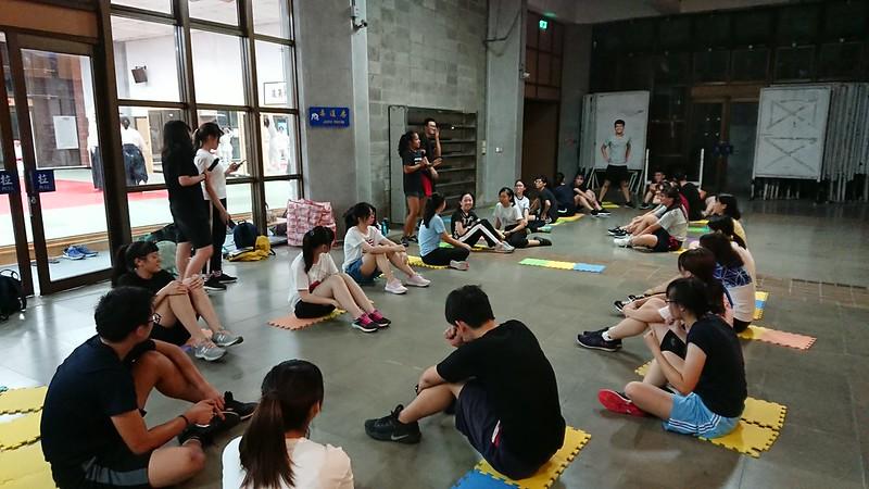 國文啦啦認真練習,嚴肅中不失歡樂。圖/劉宇濤提供