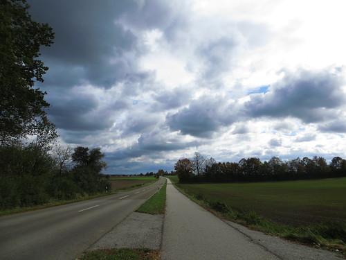 20171006 09 407 ostbay Wolken Weg Straße Herbst Feld Wald Bäume