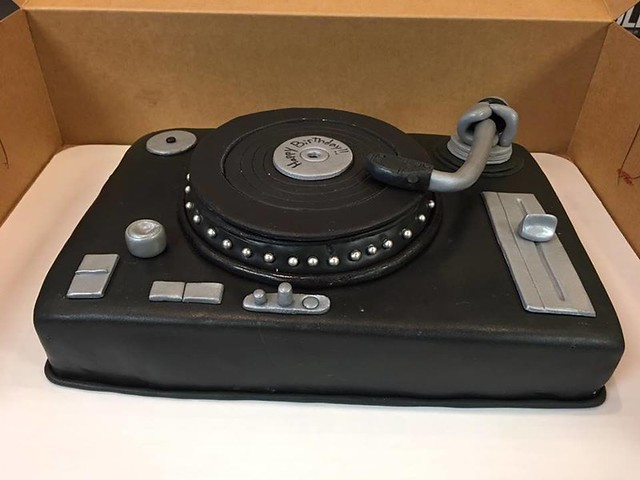 Record Turntable Cake by Cakes So Simple
