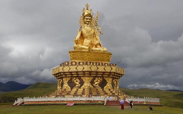 The big Padmasambhava statue of Yarchen Gar, Tibet 2018