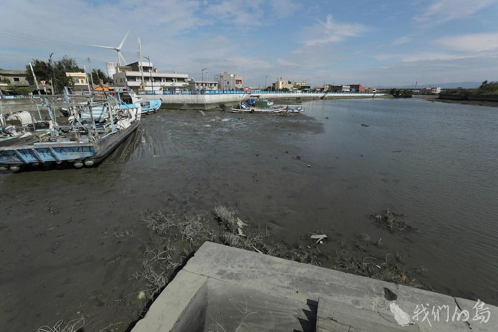 984-1-9台中市大安區北汕漁港淤沙,船隻擱淺。