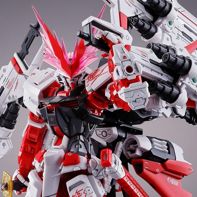 黑科技滿載的強化型態登場!MG 1/100《機動戰士鋼彈SEED DESTINY ASTRAY R》異端鋼彈紅色機 紅龍型(ガンダムアストレイ レッドドラゴン)【PB限定】