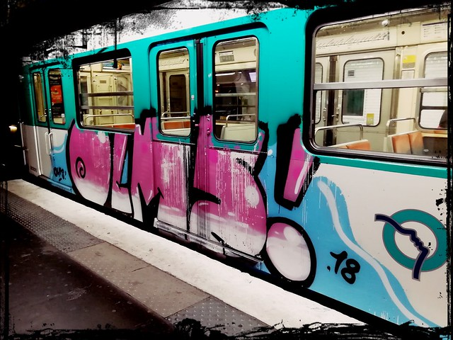 Graffiti OLMS Paris Metro Ligne 12