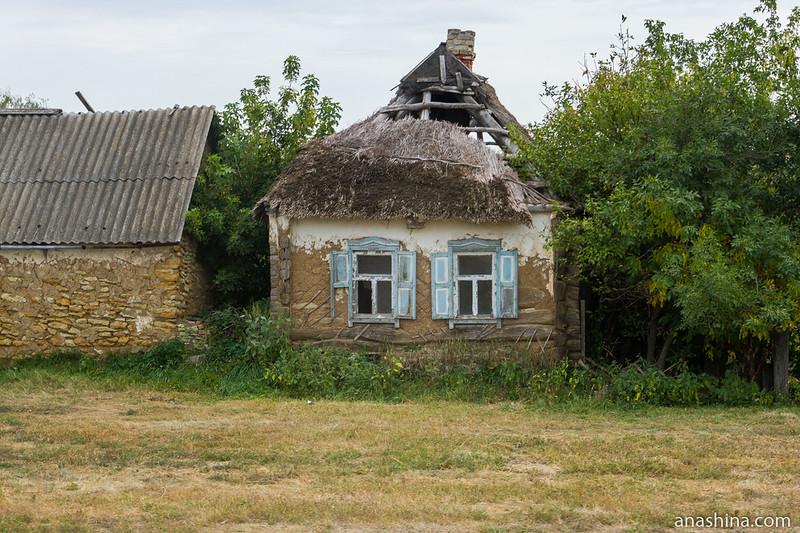 Старый саманный дом в селе Пыховка (Воронежская область)