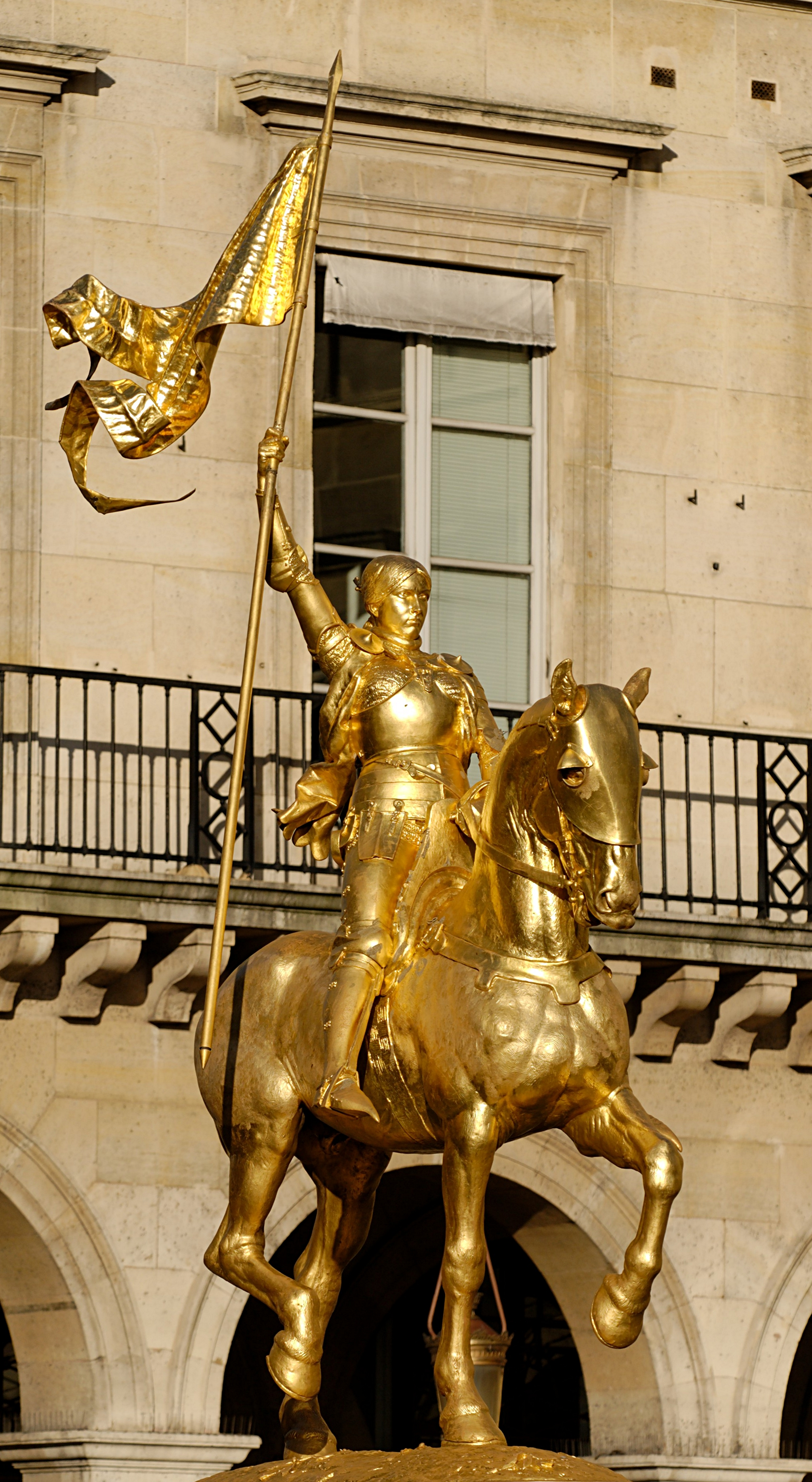 Jeanne d'Arc a gilded bronze equestrian statue exhibited at the Place des Pyramides in Paris, by Emmanuel Frémiet, 1874. Photo taken by <a href=