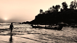 Fishing boats return to the shore at dusk, heading further up the narrow Baga river to moor for the night. The fun and frolic of the bustling beach life aside, this is one of those sights you shouldn't miss at Baga! Keep a good camera handy at sunset