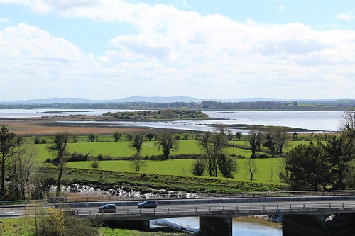 viewfromthetop rivershannon bunrattycastle castles bunratty countyclare ireland spring sunnydays l3126 oldbunrattyroad rivers islands bridges riverratty n18 quayisland greenisland inexplore