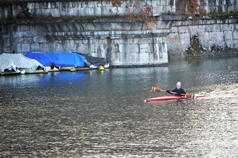 Boat on the Aare 22.11 (2)