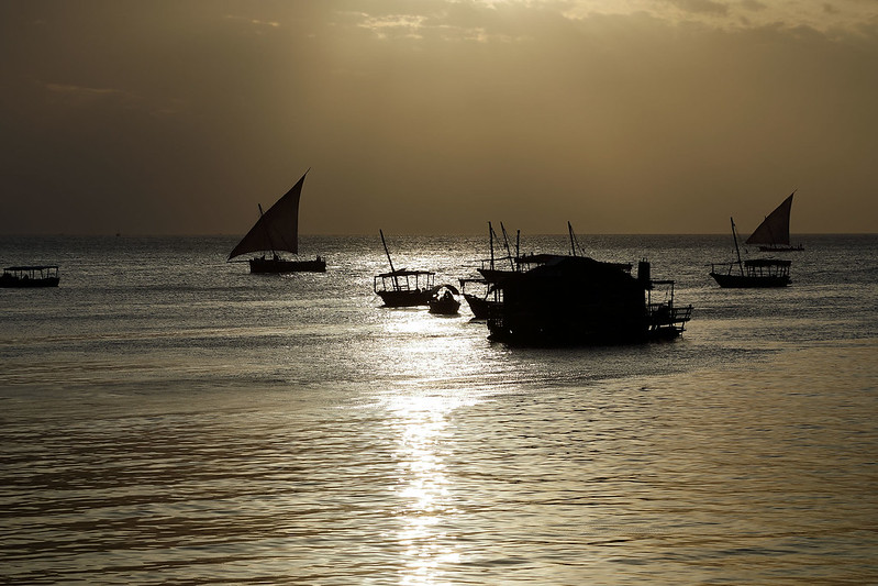 Pre-sunset light on the Indian ocean