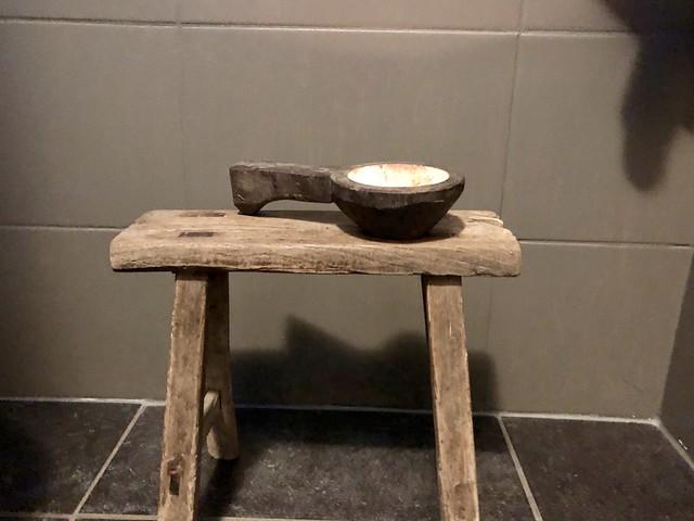 Landelijke wc inrichting krukje