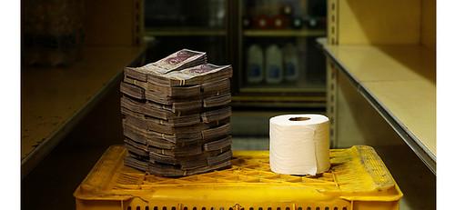 委內瑞拉的通膨率將飆破100萬%,國營地鐵沒錢印車票,想買一捲廁所衛生紙,須花費260萬玻利瓦,等值於0.4美元,約台幣12元。