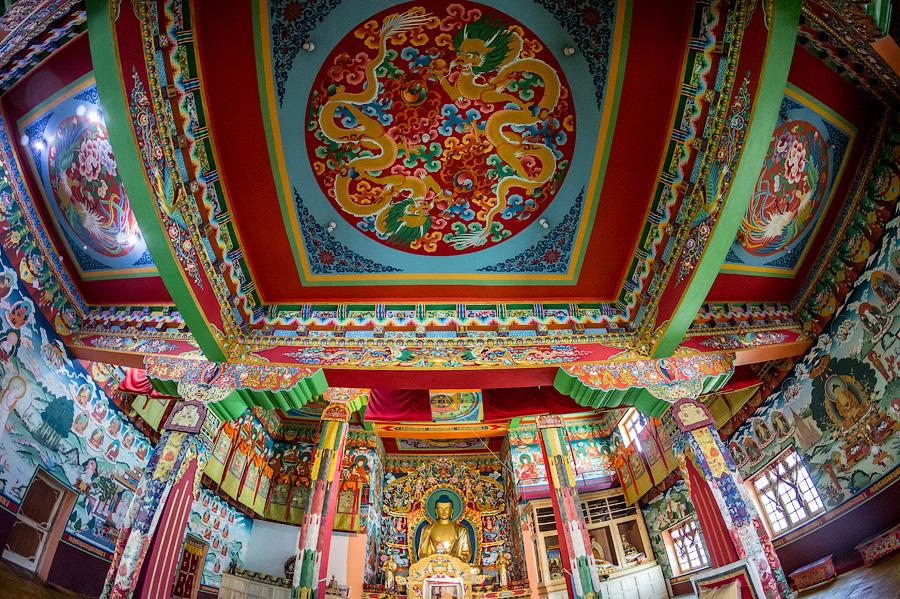 Роскошный центральный зал Пьянггомпа