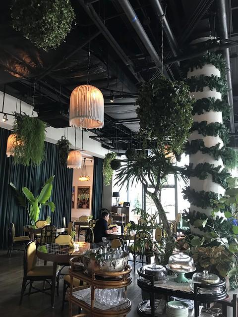 Manila House garden-style dining area