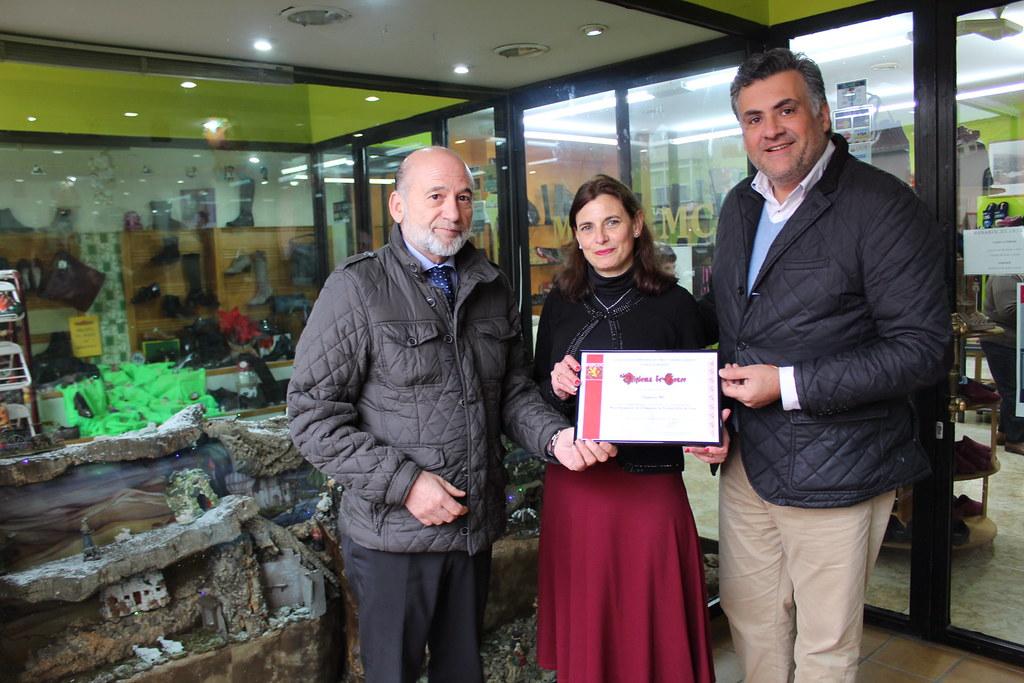 Zapatería MC ha sido galardonada con el Premio al Mejor Escaparate Navideño 2018 organizado por ASECOC