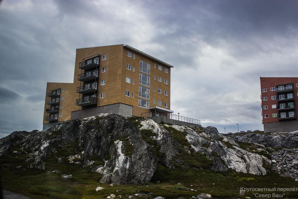 дома строятся прям на скалах