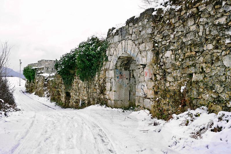 Вид на крепость Зворника с дороги