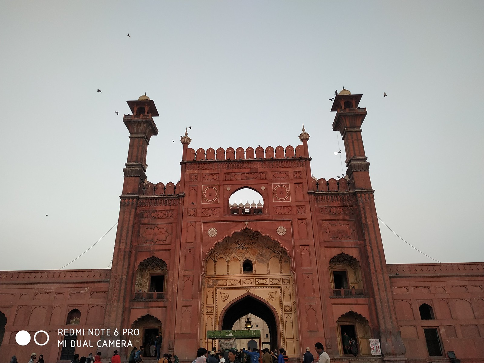 Badshahi Mosque Gate Picture with Auto mode on Xiaomi Redmie Note 6 Pro