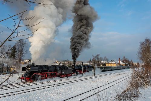Sonderzug mit 50 3610-8 und 50 3648-8 im Bahnhof Thalheim/Erzgebirge