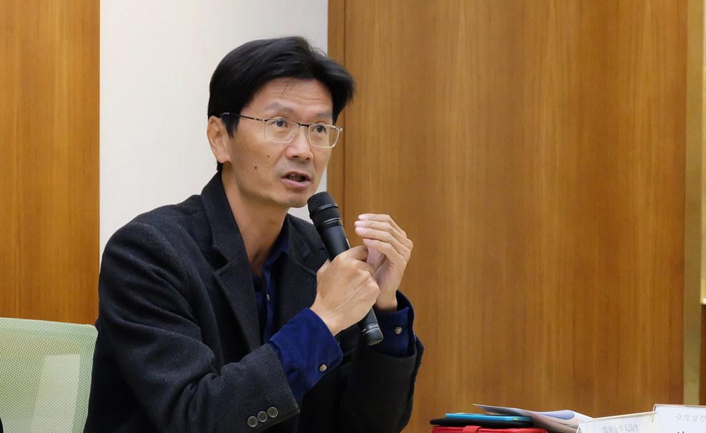 中原大學財經法律學系副教授徐偉群教授說明大眾對以核養綠案的誤解。攝影:陳文姿