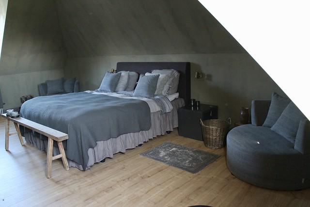 Slaapkamer sober landelijk ingericht