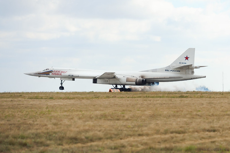 Tupolev_Tu-160_RF-94109_12red_RussiaAirforce_655_D706101