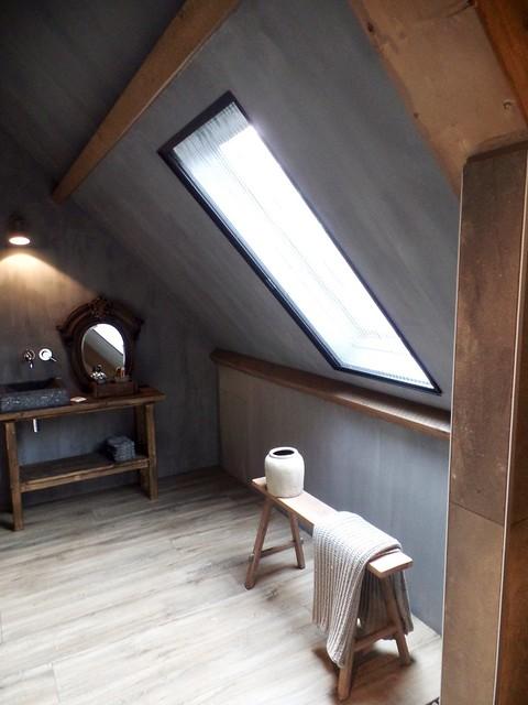 Schuine wand slaapkamer kalkverf landelijk