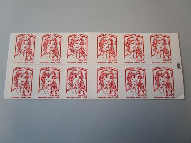 Saisie de 21 600 timbres contrefaisants à Roissy