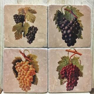 #grapes #trauben #wein #wine #wijn #portavinumantwerp #marbletiles #marmor #italianmarble