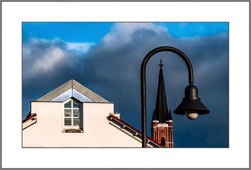 Fassade, Kirche, Straßenlampe (Facade, church, street lamp)