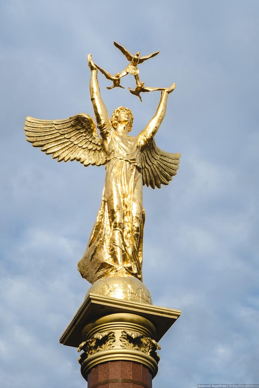 """Новокуйбышевск, монумент """"Добрый Ангел Мира"""" у парка Победы"""