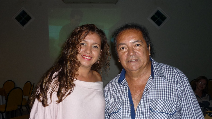 Ray Brito e a cantora Cristina Caetano