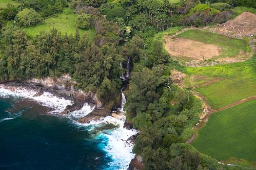 waterfall hawaii helicoptertour bigisland pepeekeo unitedstates us
