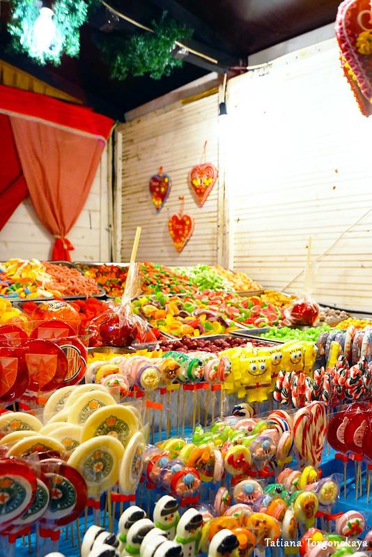 Ассортимент одного из домиков со сладостями