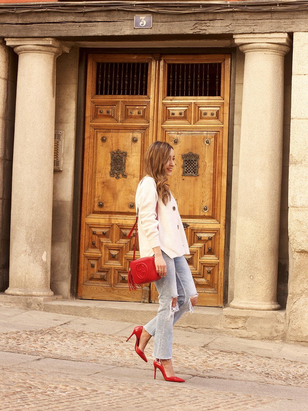 beige cardigan gucci bag red heels ripped jeans street style outfit 20196