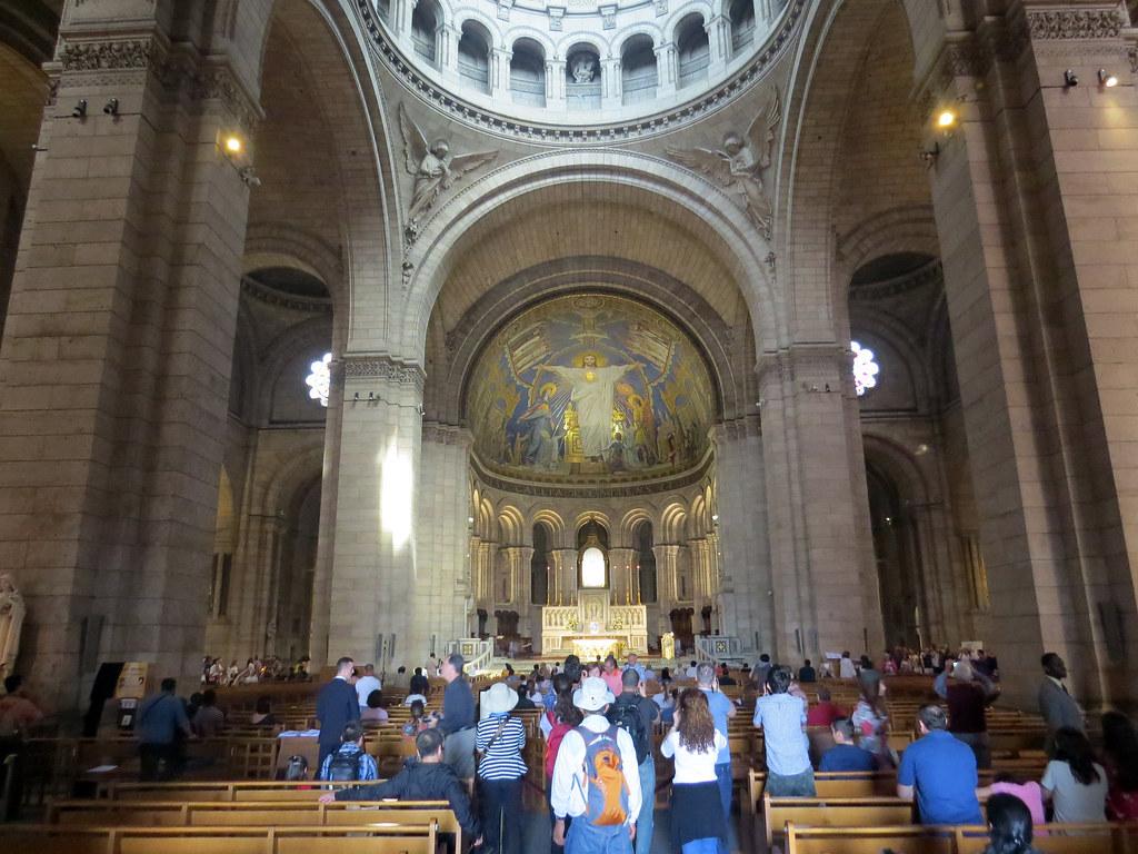 Внутри базилики Сакре Кер