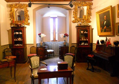 un salon de ce château de Montrottier
