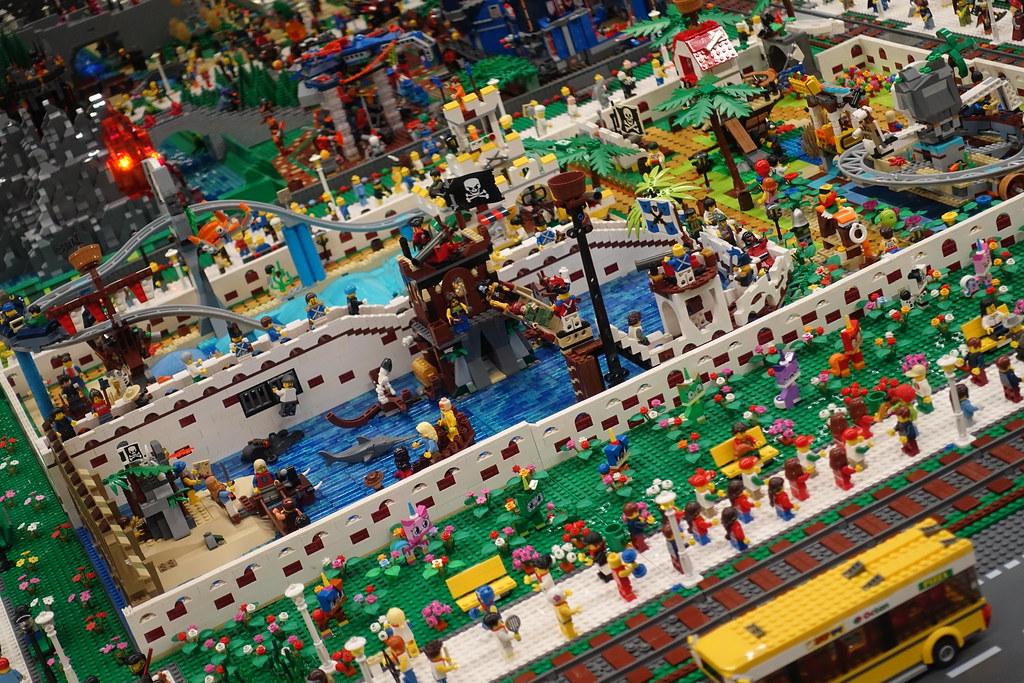 Legoland Freizeitpark (by Oliver Weiß, ~ 350,000 pcs)