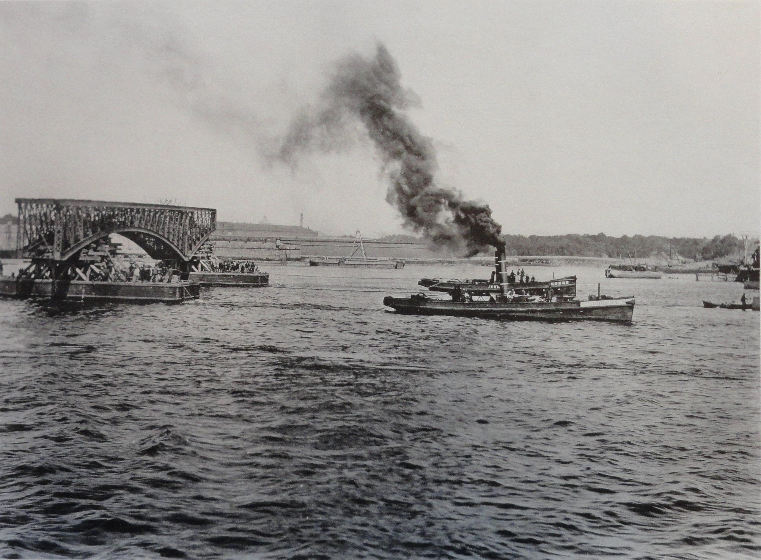 1901. Перевозка пары ферм левого крайнего пролета. 27 июня