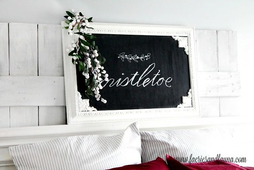 Holiday DIY-Mistletoe-Christmas-Chalkboard-Art