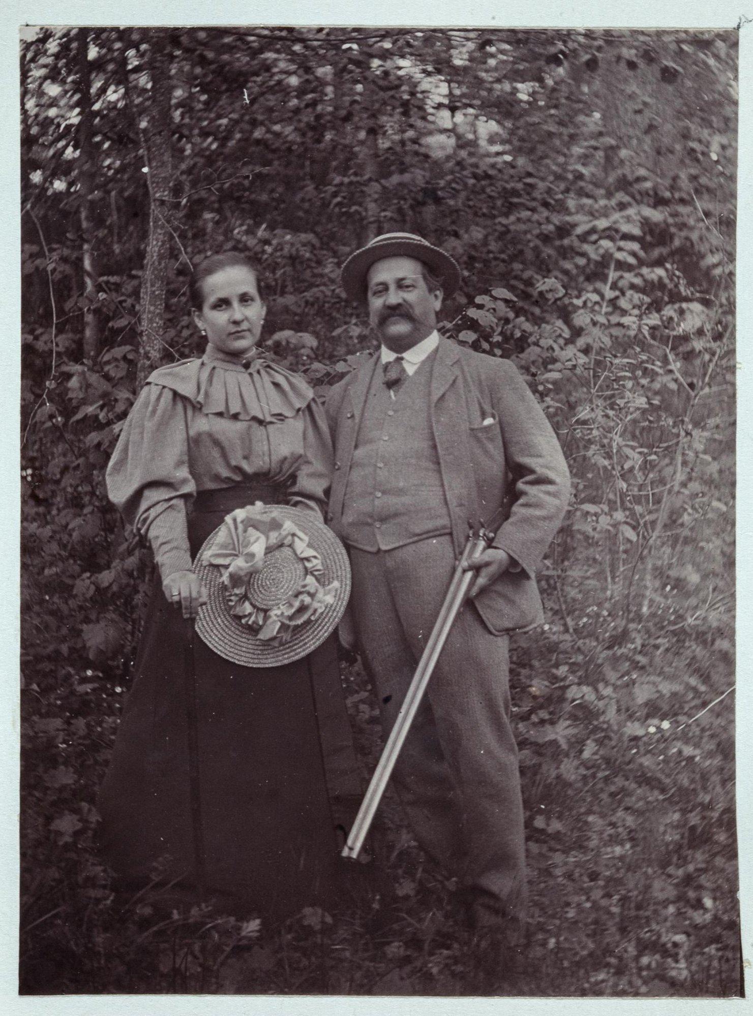 1895.Суханово. Светлейший князь Петр Дмитриевич Волконский (1845-1919) с дочерью Софьей Петровной Давыдовой