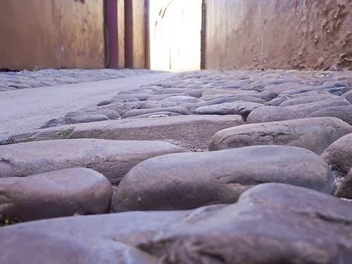 La vida es un camino a veces liso y otras veces lleno de piedras que dificultan el avance. En ese camino perdemos acompañantes que, sin embargo, siguen con nosotros de alguna manera. Mientras nos acordemos de ellos cada mañana seguirán ahí. #stones #wayof