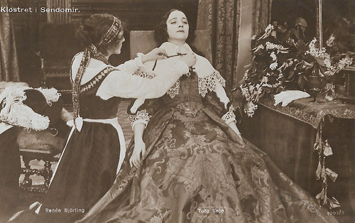 Renée Björling and Tora Teje in Klostret i Sendomir (1920)